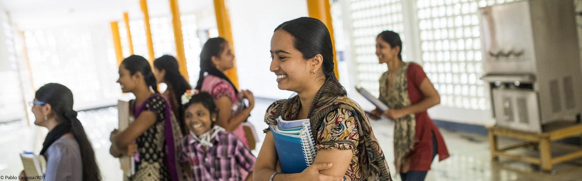 Wir unterstützen Frauen in Indien durch Darlehen oder Mikrokredite dabei selbstbestimmt zu leben.